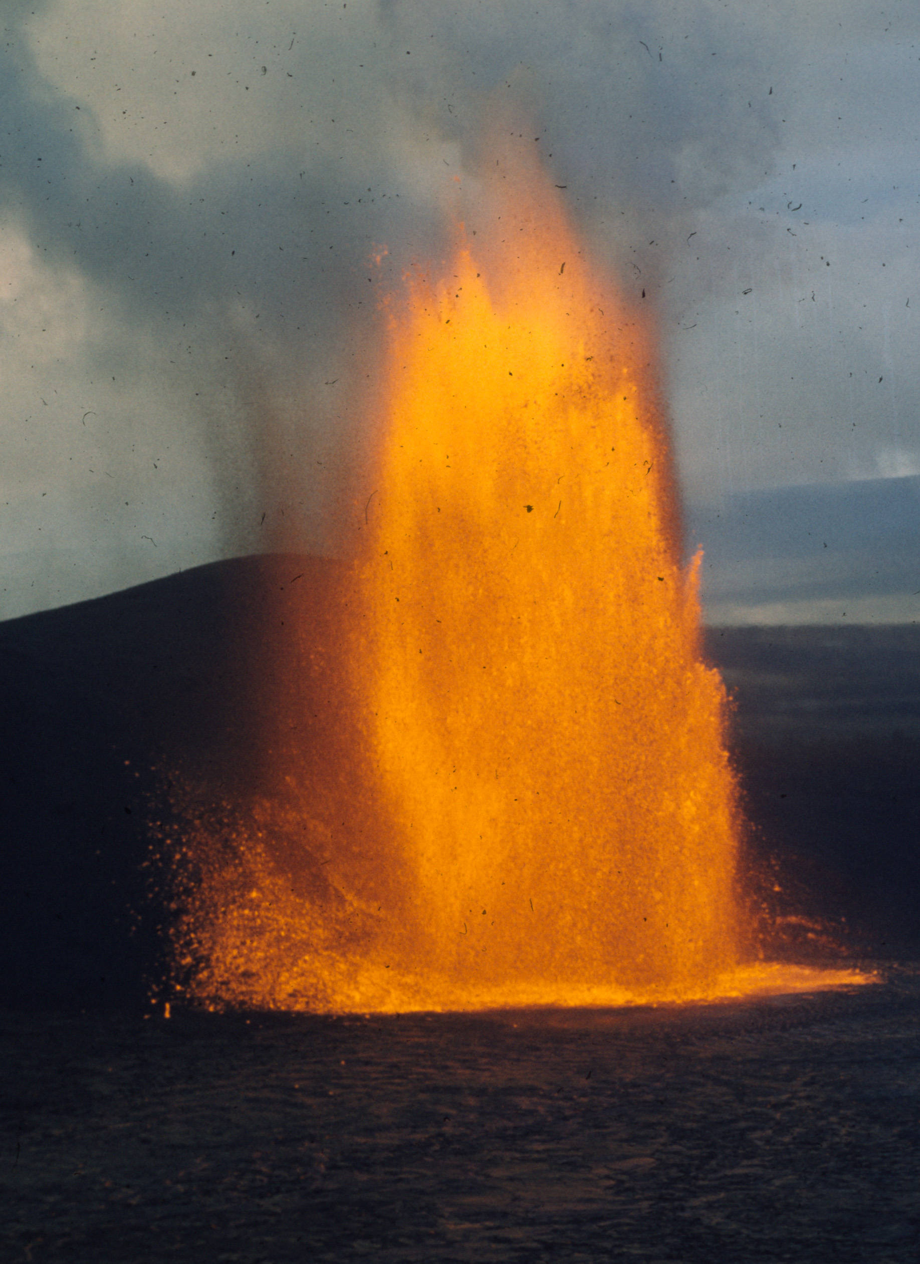 A 300-m-high fountain during episode 8 of the 1959 Kilauea Iki eruption from close to the Byron Ledge overlook.  7 am (HST) on 11 December 1959.  Credit: Hawaiian Volcano Observatory, U.S. Geological Survey.